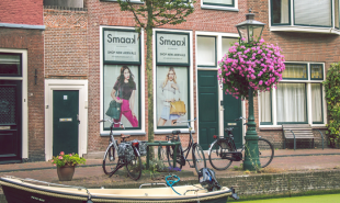 Dutch startup puts adverts in people's front windows