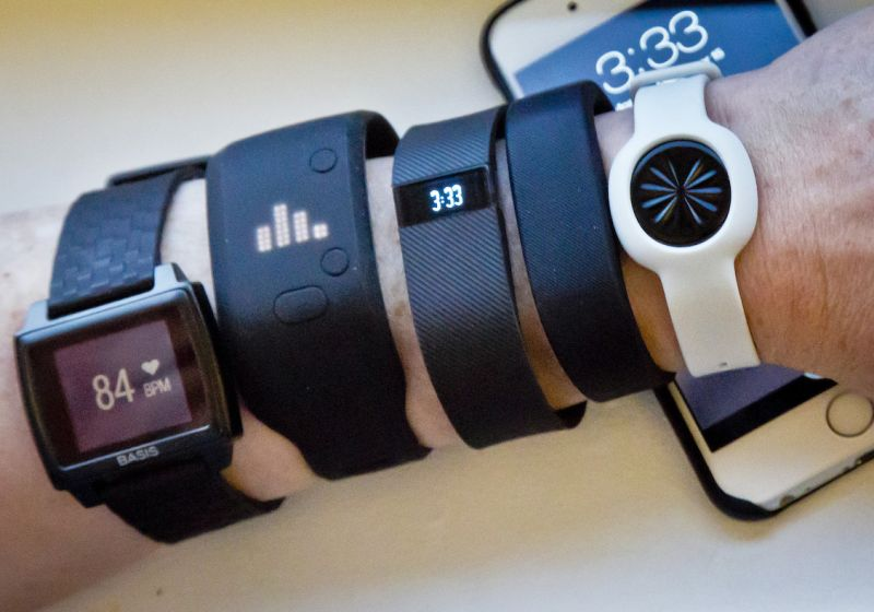 Smartwatch or Fitness Tracker? 6 Questions to Ask Yourself
