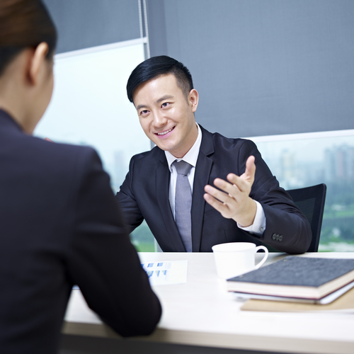The Language of Persuasive Interviewers