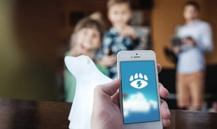 Glowing polar bear helps families improve their energy usage