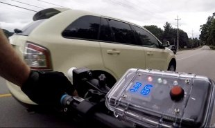 Sonar device keeps cars at a safe distance from cyclists