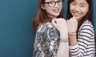 Smart friendship bracelets teach teenage girls how to code