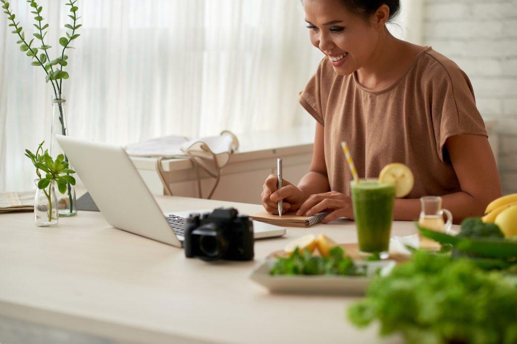 Food blooger planning work